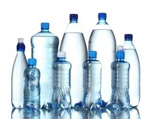 Água-garrafa-de-plástico